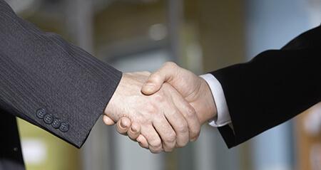 エンドユーザーと直接契約している会社を選ぶ