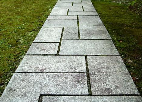 埋める(縁石など)